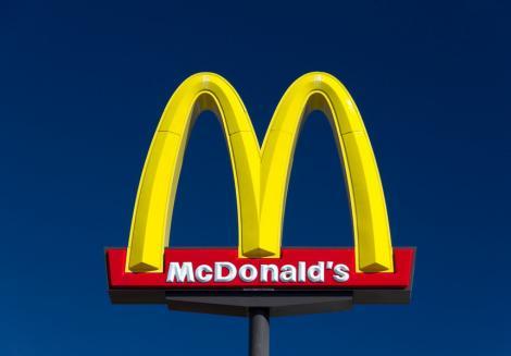 Directorul general al grupului McDonald's a fost demis din cauza unei relaţii consimţite cu o angajată