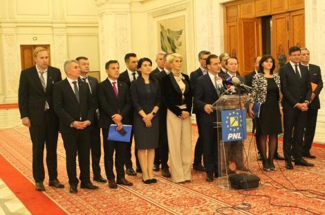 Guvernul Orban, reunit în şedinţă informală la Palatul Victoria/ Preşedintele Klaus Iohannis le-a adresat câteva cuvinte şi le-a urat succes
