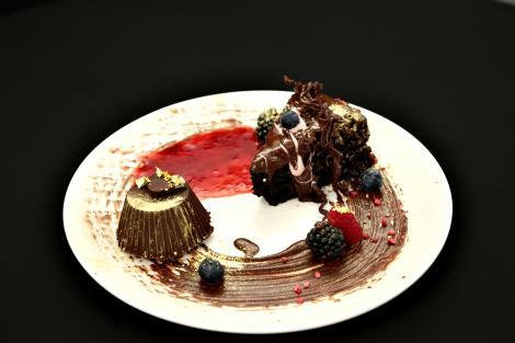 Trei rețete delicioase de desert cu ciocolată: Tort, Mascote și Trufe