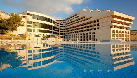 140 de români, Revelion 2020 de lux în hotelul vedetelor din Malta