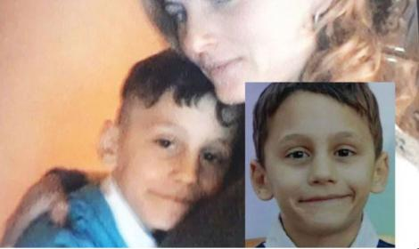 Primele imagini de pe camerele de supraveghere cu băiețelul dispărut la Pecineaga. Părinții speră într-o minune