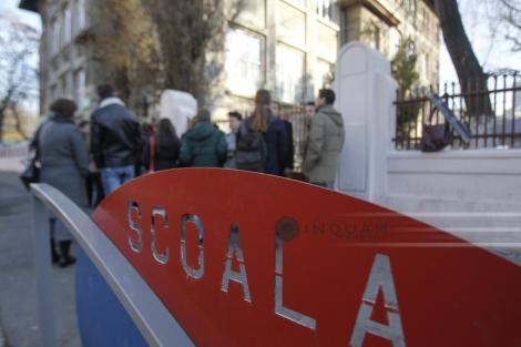 Incident la o şcoală din Timişoara, unde un bărbat a intrat în baia fetelor