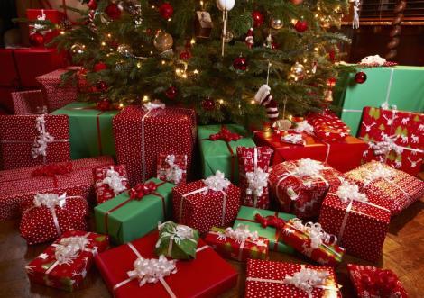 SONDAJ: Românii vor cheltui 1.000 de lei pentru cadourile de Crăciun