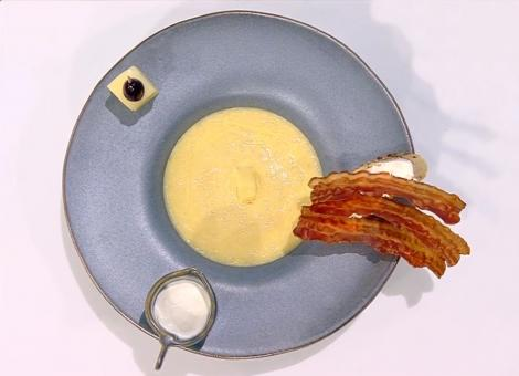 Cum pregătim o delicioasă Supă cremă  de praz cu bacon caramelizat. O rețetă din bucătăria lui Vlăduț