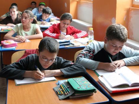Elevii cer ore și materii mai puține la școală! Răspunsul neașteptat venit din partea Academiei Române