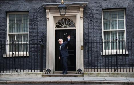Johnson, însărcinat de Elizabeth a II-a să formeze Guvernul în urma victoriei în alegeri