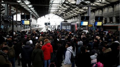 Sindicatul francez CGT dă ultimatum Guvernului să retragă proiectul de reformă a pensiilor, altfel va dubla protestele