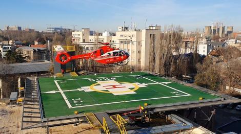 Un elicopter SMURD cu o pacientă de la Constanţa, cu anevrism cerebral, a aterizat pe noul heliport al Spitalului Universitar de Urgenţă Bucureşti - FOTO