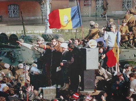 30 DE ANI DE LA REVOLUȚIE. Au trecut 30 de ani de când românii şi-au câştigat libertatea în stradă. În Timişoara şi în Bucureşti au loc evenimente care îi comemorează pe primii eroi ai Revoluţiei