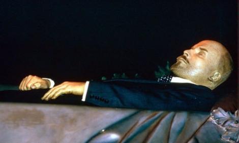 FOTO/ Ți se face pielea de găină! E mort de 95 de ani și arată perfect! Trupul lui Lenin zace într-un mausoleu din Moscova