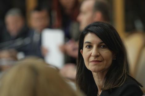 Violeta Alexandru: Cu privire la bugetul asigurărilor sociale de stat, Cabinetul a fost de acord ca suma totală să crească cu 23,31%. Referitor la pensia minimă, în acest moment plafonul este acelaşi din anul anterior, vorbim de 704 lei