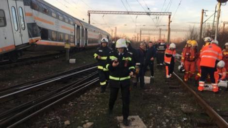 """Declarația unul pasager din trenul care s-a ciocnit cu un marfar lângă Ploiești: """"Era vagonul buşit, pisat. Multă lume ţipa"""""""