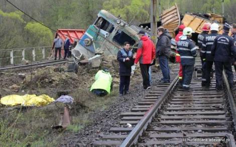 VIDEO/ Cel mai grav accident pe calea ferată din ultimele două decenii are un erou: mecanicul trenului de călători!