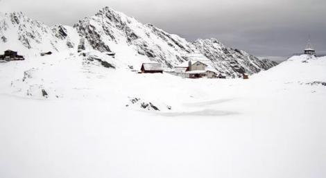 Iarna s-a instalat în toată regula! Locul din România în care stratul de zăpadă a ajuns deja la 39 de centimetri- Foto, Video