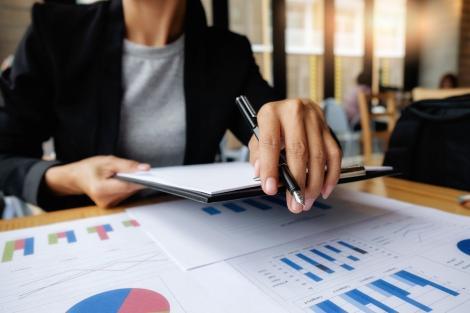 Sporurile acordate bugetarilor, calculate după noi reguli. Cum vor fi afectați românii