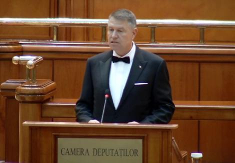 Iohannis, la depunerea jurământului: Voi fi preşedintele tuturor românilor. Nu există mai multe Românii, ci o singură Românie care ne aparţine tuturor şi căreia îi aparţinem