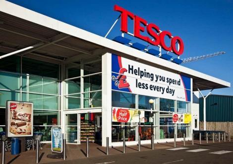 Retailerul britanic Tesco a suspendat un furnizor chinez în urma unei informaţii privind folosirea prizonierilor străini la muncă forţată