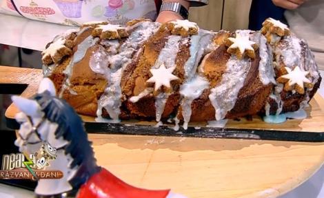 Rețetă de Cozonac pentru Crăciun cu umplutură de caramel și nuci - Rețeta lui Vlăduț