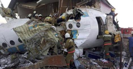 Bilanţul accidentului de avion din Kazahstan, revizuit în scădere la 12 morţi
