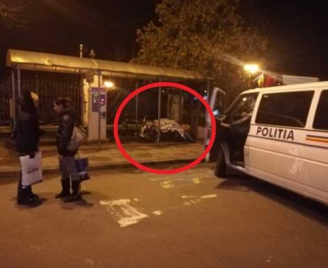 """Un mort, păzit o noapte întreagă de un echipaj de poliție, într-o stație de autobuz. Motivul este de necrezut! """"Incidentul a fost regretabil"""" - FOTO"""