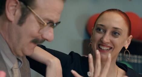 """""""Sărăciilor, m-a cerut de nevastă!"""". Secretara Flori s-a ales cu un inel de logodnă cu diamant, de la Bebe! Cum a făcut el rost de bijuterie"""