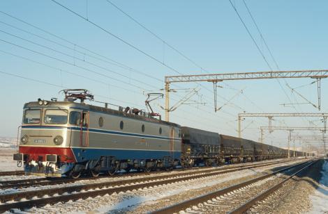 Trafic feroviar oprit în judeţul Timiş, după ce un tren care circula între Timişoara – Târgu Mureş a lovit un autoturism, la o trecere la nivel cu calea ferată