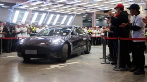 Tesla a început să livreze primele automobile Model 3 fabricate în China, la mai puţin de un an de la începerea producţiei