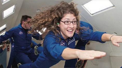 Toată Planeta o admiră! Ea este femeia care a stat cel mai mult în spaţiu. A petrecut Crăciunul pe orbită