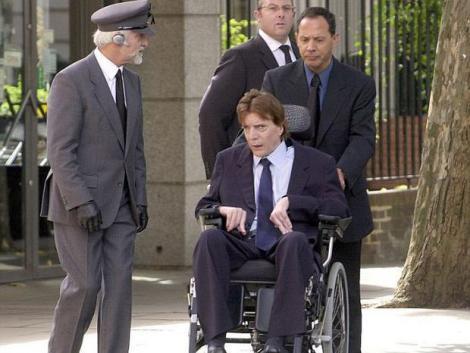 Banii nu aduc fericirea! Un miliardar a murit singur, orb, paralizat și renegat de familie! Cum a decurs viața bărbatului