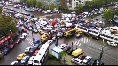 """Ministrul de Interne, revoltat de traficul din Capitală: """"Este infernal din cauza unora care nu gândesc"""""""