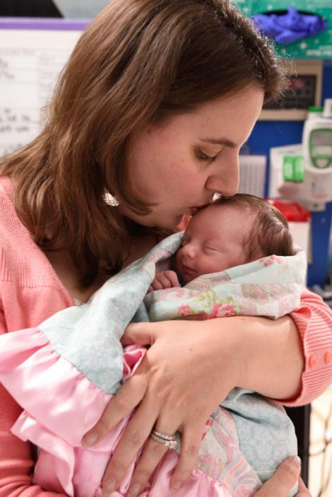 """Copilul minune! Lynlee s-a născut de două ori, prima data pentru 20 de minute! """"Este incredibil, suntem recunoscători"""""""