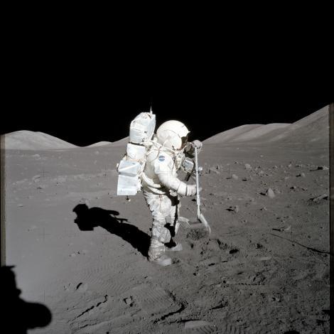 """S-a întâmplat într-o zi de 7 decembrie, în spațiul cosmic! Iată prima fotografie """"portret"""" a Pământului."""