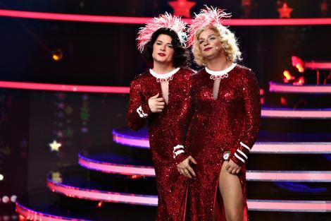 Domnii preferă blondele, noi îi preferăm pe ei. Liviu și Andrei, din nou sexy pe tocuri! Travesti de excepție în Marilyn Monroe & Jane Russell