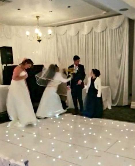 """VIDEO/ A crezut că totul s-a terminat! Surpriză de proporții pentru o mireasă în mijlocul nunții: """"Oprește nunta, ar fi trebuit să fiu eu!"""""""