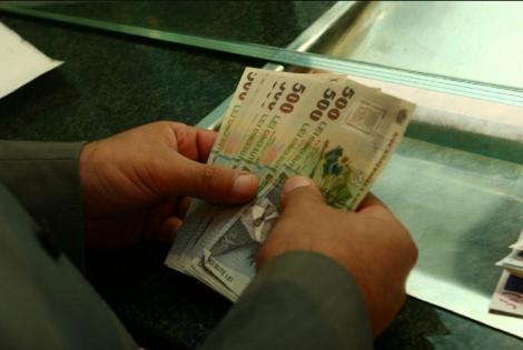 Lovitură pentru cei care au rate la bănci, chiar înainte de sărbători! Toți românii cu credite sunt vizați