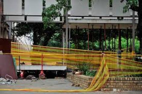 Tragedie la un liceu! Trei elevi au murit, iar alți 23 sunt răniți, după ce o pasarelă s-a prăbușit