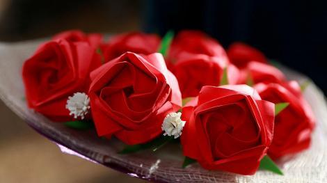 În Filipine, Valentine's Day se sărbătorește cu trandafiri de hârtie!