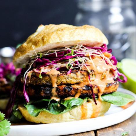 Burgerii vegani, mai nesănătoși decât cei din carne! Care este motivul