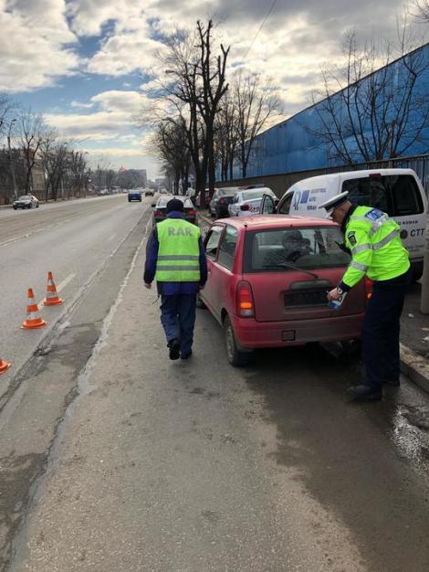 E jale în Capitală! Polițiștii au verificat starea tehnică a mașinilor care circulă pe drumurile publice. Zeci de șoferi au plecat pe jos