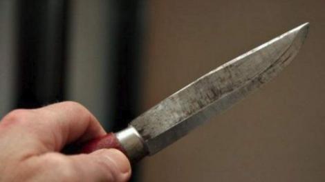 Incident șocant în Galați! O fetiță de 11 ani, amenințată cu un cuțit în scara blocului! Ce i-a cerut agresorul