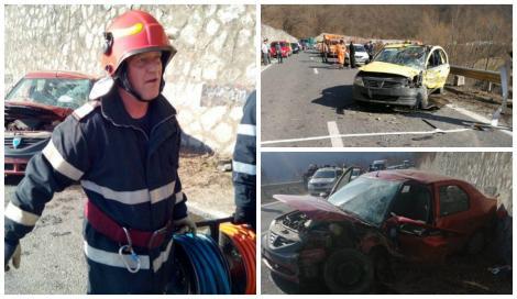 Accident grav! Șase persoane, duse de urgență la spital, după impactul devastator dintre două mașini! Traficul, blocat complet