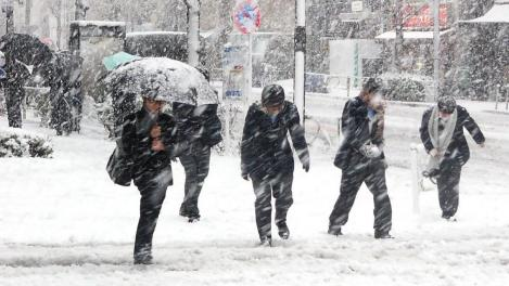 E oficial, se întoarce iarna! ANM a emis prognoza meteo pentru următoarele săptămâni. Revin ninsorile