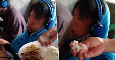 Șocant! Gestul extrem la care a ajuns o mamă după ce fiul ei a refuzat să se ridice de la calculator timp de 48 de ore. Cum și-a hrănit copilul