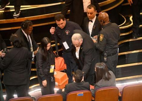 Accident la Premiile Oscar 2019! Actorul Rami Maleck a căzut de pe scenă după ce a câștigat Oscarul! ,,Freddie Mercury'' a avut nevoie de îngrijiri medicale