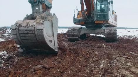 Muncitorii săpau și au trăit un șoc! Ce au găsit în pământ i-a îngrozit pe toți