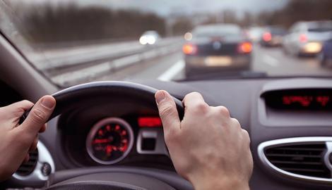 Polițiștii le-au declarat război șoferilor! Ce se întâmplă cu cei care dau flash-uri ca să-i avertizeze pe ceilalți participanți la trafic