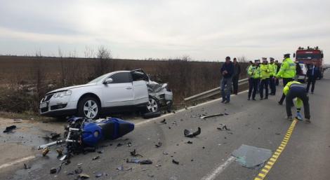 Accident violent! Un motociclist de 28 de ani, mort după ce a fost lovit de o mașină și aruncat zece metri! N-a mai avut nicio șansă