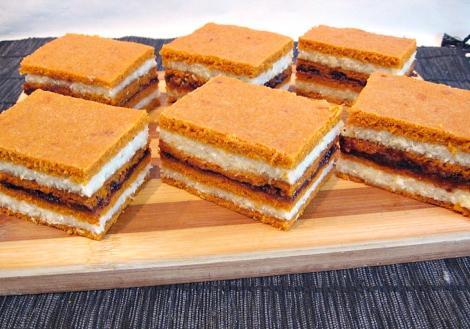 Rețetă de prăjitură de post cu cremă de griș și foi cu suc de roșii