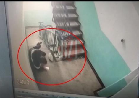N-a știut că este filmat! S-a trântit pe jos, apoi a sunat la 112 și a spus că a fost bătut și jefuit. Video