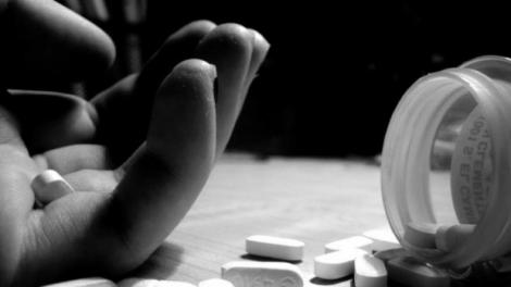 O fetiță de 14 ani a încercat să se sinucidă din dragoste! Puștoaica, aflată la a doua tentativă, a înghițit mai multe pastile